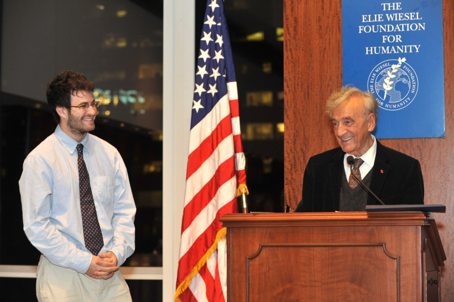 Ben Asen Event Photo: Elie Wiesel presenting The Essay Prize to a Student at the Elie Wiesel Foundation Essay Awards