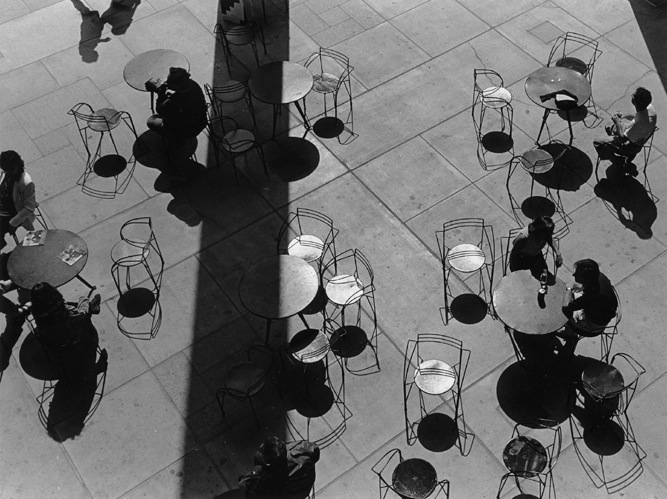 Ben Asen Personal Work Photo: black and white photo of people sitting outdoors at tables chairs at the Los Angeles Conuty Museum of Art.