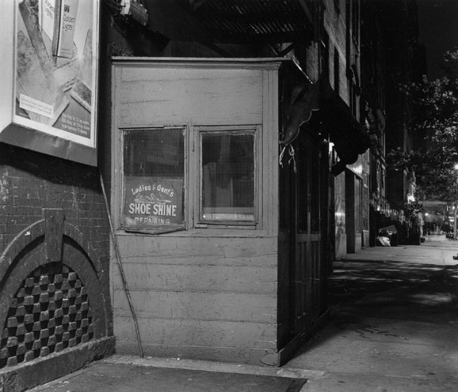 Ben Asen Personal Work Photo: black and white photo of shoe shine stand at night on upper westside in Manhattan, New York.