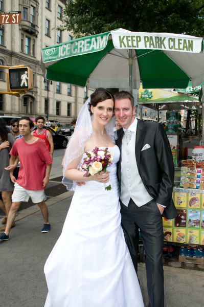 Ben Asen Celebrations Photo: Bride and groom in front of a hot dog stand in New York City for a wedding