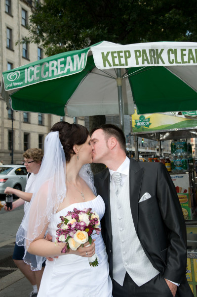 Ben Asen Celebrations Photo: Bride and groom kissing in front of a hot dog stand in New York City for a wedding